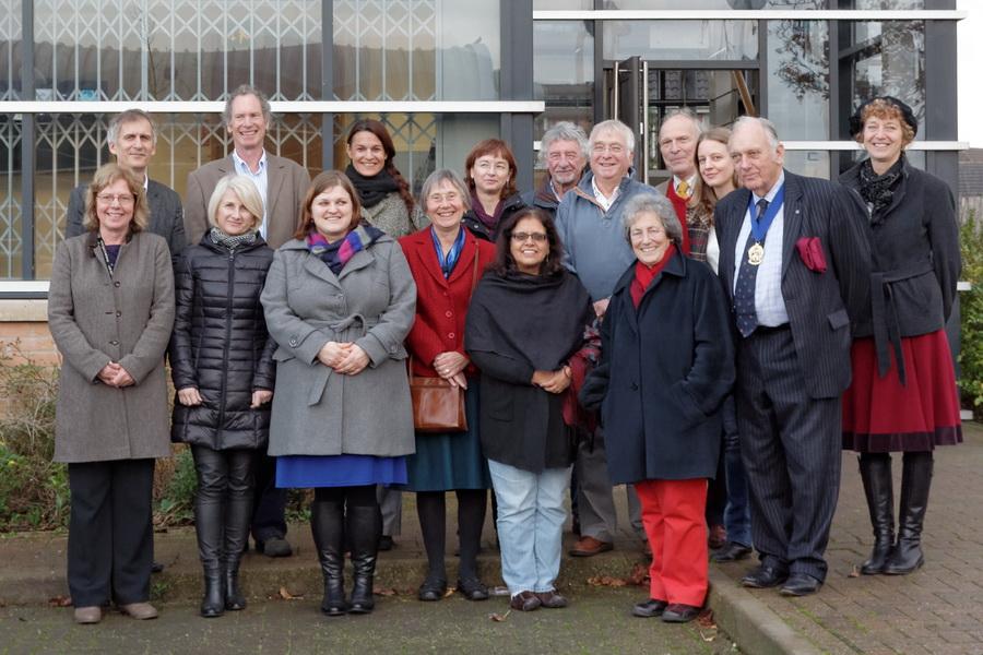 Teilnehmerinnen und Teilnehmer des Workshops aus Wielun (PL), San Sebastian (ES), Dresden (DE), London und Coventry (UK), darunter Michael Hammon, Deputy Lord Mayor der Stadt Coventry, und Ruth Longoni, Chair of Lord Mayor's Peace Committee.<br> [Foto: Samima Hussain]