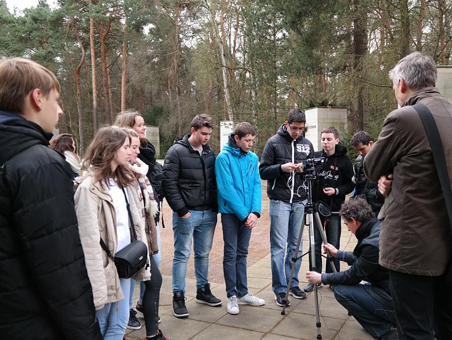 13.4.2015: Schülergruppe des Collège André Malraux, Paron (Frankreich) mit Matthias Neutzner auf dem Heidefriedhof
